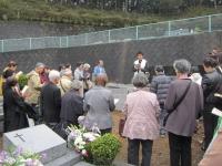 多摩教会の共同墓地で